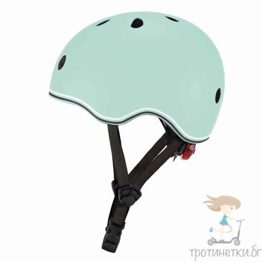 Детска каска за колело и тротинетка в модерния цвят мента на френската марка Globber